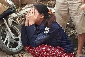 Người mẹ tuyệt vọng ngóng tìm con trong đám cháy ở Hà Nội
