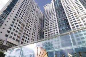 Hà Nội: Thanh sắt rơi xuống từ chung cư cao tầng khiến 2 người bị thương