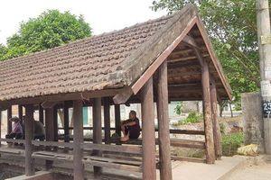 CLIP: Cầu ngói trăm năm tuổi được xem như 'báu vật' ở Ninh Bình