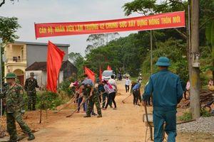 Bộ đội giúp dân xây dựng nông thôn mới