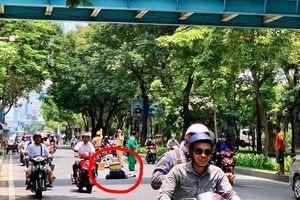 Người đàn ông nhảy từ cầu vượt bộ hành xuống đường ở TP.HCM