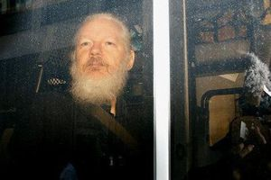 Số phận nhà sáng lập WikiLeaks trước 'đầu sóng', bí ẩn Nga vẫn chờ lời giải