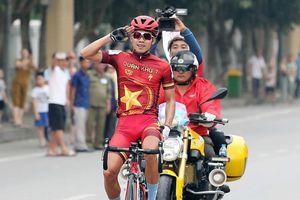 Huỳnh Thanh Tùng 'nổ súng', tặng chiến thắng cho vợ mới cưới