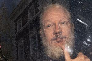 Chiến dịch 36 giờ tống 'người lười tắm' từ WikiLeaks khỏi ĐSQ Ecuador