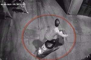 Tạm giữ hình sự kẻ nghi dâm ô bé gái ở Thanh Xuân