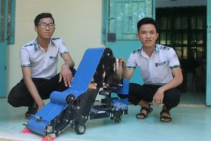 Bất ngờ với sáng chế máy thu gom nông sản của 2 học sinh chỉ từ... 10 triệu đồng