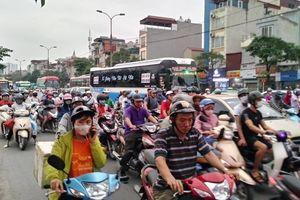 Bến xe, đường phố Hà Nội ken kín người ngày đầu nghỉ lễ giỗ Tổ