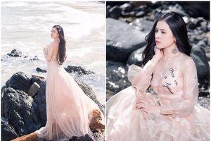 Á hậu Thư Dung chịu nắng 'rát mặt' để chụp bộ ảnh hóa công chúa xinh đẹp trước biển