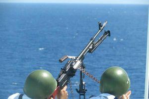 Chiến sĩ nhà giàn vững tay súng canh biển trời Tổ quốc