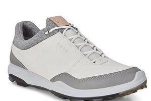 'Tiền mất tật mang' vì mua giày golf không rõ nguồn gốc
