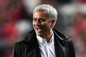 Biếm họa 24h: HLV Mourinho cười trên nỗi đau của Solskjær