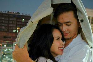 Vợ chồng Tú Vi – Văn Anh ngọt ngào kỷ niệm 6 năm yêu nhau