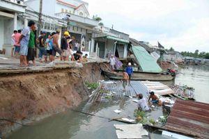 An Giang: 115 tấn gạo chìm xuống sông Hậu do va chạm