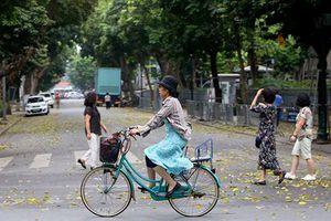 Ngắm đường phố Hà Nội vắng hoe, yên ả trong ngày Giỗ tổ Hùng Vương