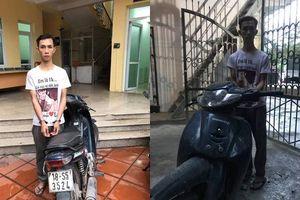Kiểm tra thanh niên dắt bộ xe máy, CSCĐ phát hiện bất ngờ