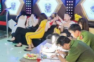 Hàng chục nam thanh nữ tú phê ma túy trong quán karaoke