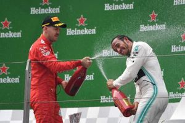 Lewis Hamilton và đội đua Mercedes vẫn thống trị F1 năm 2019