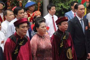 Chủ tịch Quốc hội Nguyễn Thị Kim Ngân dâng hương giỗ Tổ trên núi Nghĩa Lĩnh