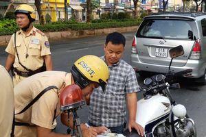Người điều khiển ô tô không xuất trình được GPLX bị phạt bao nhiêu tiền?