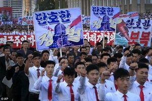 Hàng nghìn người Triều Tiên tuần hành ủng hộ ông Kim Jong Un