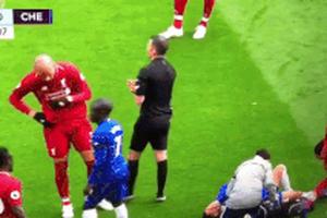 Tiền vệ Liverpool gây phẫn nộ với tình huống xì mũi về phía đối thủ