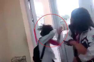 Nữ sinh bị bạn tát liên tiếp giữa lớp học