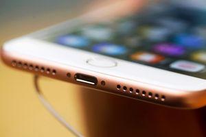 Bây giờ chúng ta mới nhận ra Apple đã đúng khi bỏ cổng tai nghe