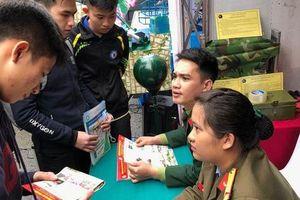 'Phóng tay' nâng 18-20 điểm để thí sinh Hòa Bình thành thủ khoa, á khoa trường quân đội