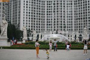Hình ảnh vắng vẻ ở TTTM, điểm vui chơi của Hà Nội dịp nghỉ Giỗ Tổ