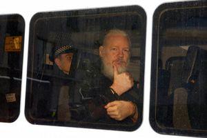 Lý do nhà sáng lập WikiLeaks bị trục xuất khỏi Đại sứ quán Ecuador tại London