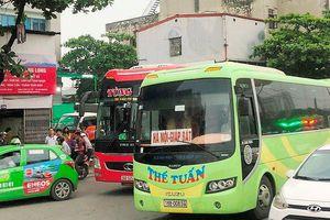 Kết thúc kỳ nghỉ lễ: Đường tắc, xe khách vô tư dừng đỗ thả khách