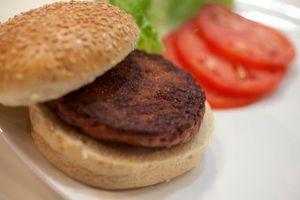 Nghe mà hoảng: Bánh mỳ nhân thịt bò ống nghiệm giá 250 ngàn