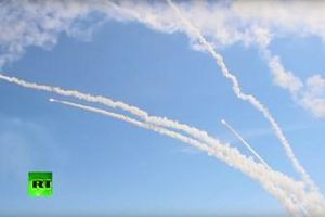 Ngoạn mục cảnh rồng lửa S-300 phóng lên bầu trời tiêu diệt mục tiêu