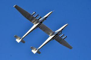 Máy bay lớn nhất thế giới lần đầu cất cánh