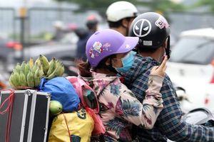 Người dân đổ về Thủ đô sau kỳ nghỉ lễ Giỗ Tổ