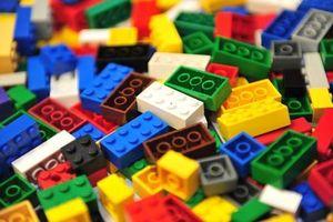 Clip: Khám phá dây chuyền sản xuất đồ chơi lego