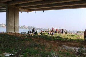 Bắc Ninh: Nữ sinh lớp 12 nhảy cầu tự tử, 2 bạn nam lao xuống cứu nhưng bất thành