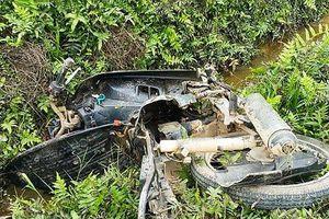 3 học sinh đi trên một xe máy tử nạn khi lao xuống mương nước trong đêm