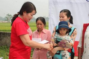 Ấm tình 'Hội chợ nhân đạo' tại xã Thanh Chăn