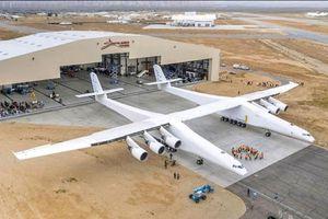 Máy bay lớn nhất thế giới Stratolaunch đã cất cánh lần đầu tiên