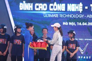 Việt Nam Grand Prix tặng 10.000 mũ bảo hiểm tiêu chuẩn cho học sinh, sinh viên