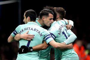 Thắng nhọc Watford, Arsenal chen chân vào Top 4 Premier League