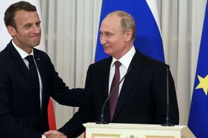 TT Putin cử chuyên gia giỏi nhất tới cứu Nhà thờ Đức Bà Paris