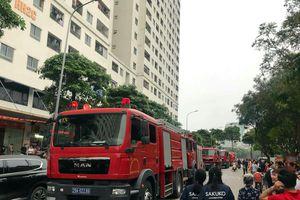 6 xe cứu hỏa chữa cháy căn hộ tầng 32 chung cư Linh Đàm