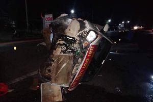 Xe đầu kéo va chạm xe con, nhiều người thoát chết trong gang tấc