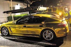 Tịch thu xe Porsche mạ vàng gây phản quang, ảnh hưởng người đi đường