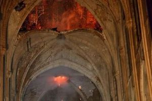 Những hình ảnh đầu tiên bên trong Nhà thờ Đức bà Paris sau hỏa hoạn