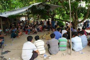 Bắt hơn 80 người sát phạt gần biên giới