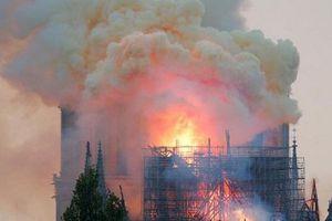 Vụ hỏa hoạn kinh hoàng ở Nhà thờ Đức Bà Paris: Tổng thống Pháp cam kết tái xây dựng ngay lập tức