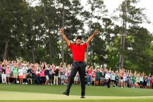 Tiger Woods luôn thắng nhờ… mặc áo đỏ ở ngày cuối giải?